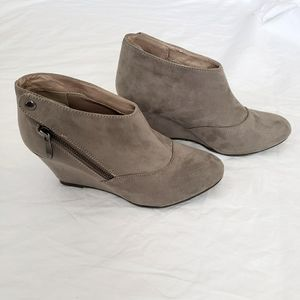 Chinese Laundry Wedge Suede Boots Size 7